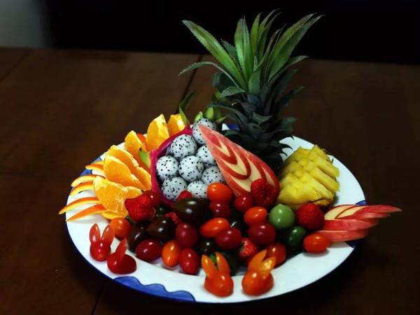 五分钟就做出精美的水果拼盘?教程在此