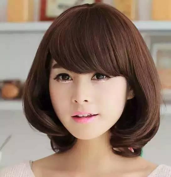 斜刘海短发梨花头-辣妈们,这些发型配衣服真心好看
