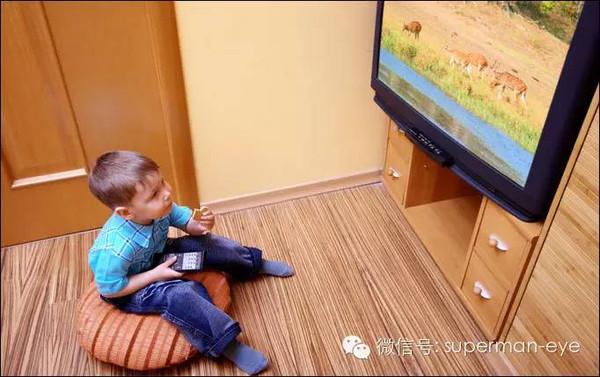 看电视 为什么/这是由他们视力状态决定的。...