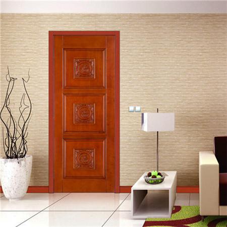 白色的房门,精致的花纹