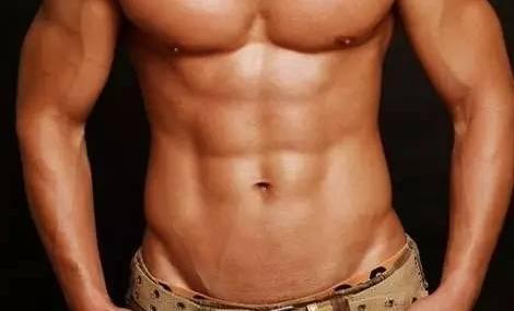 想炼出腹肌和胸肌,一个哑铃就可以帮你搞定