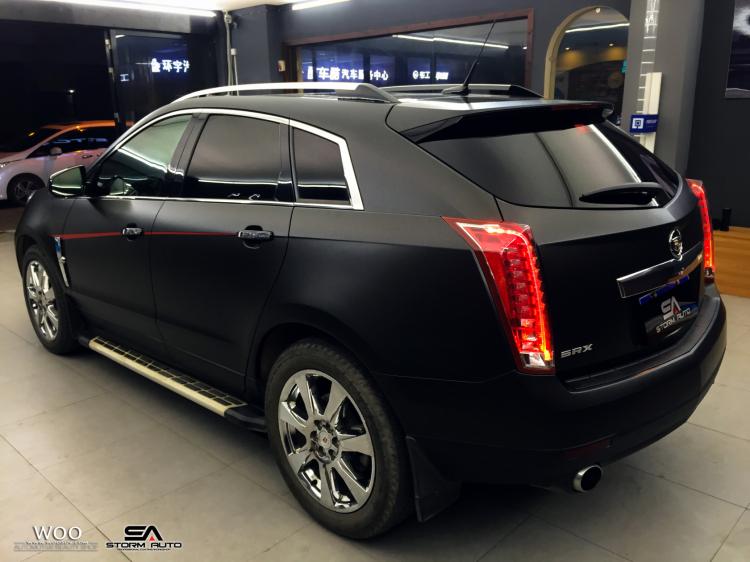 凯迪拉克SRX车身改色贴膜电光金属黑 亚光电镀红高清图片