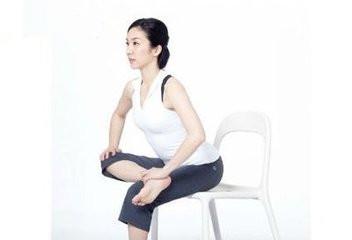 120斤减到90斤!4招懒人瑜伽 排毒燃脂消水肿