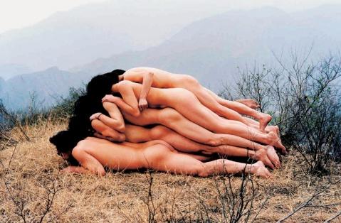 裸休藝術_伊視可馬金同:實質營銷的行為藝術
