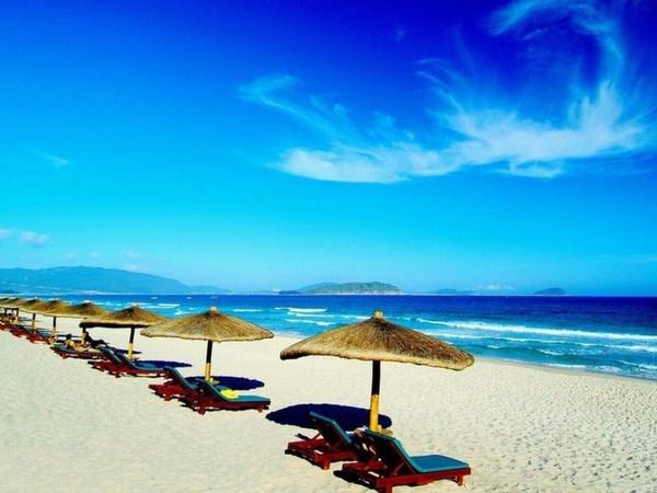 巴厘岛有海神庙,有情人崖,有世界十大最美落日海滩之一的金巴兰海滩