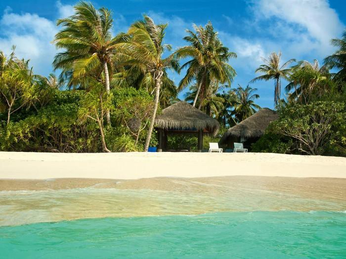 维拉私人岛度假村(Velaa Private Island Maldives)位于Noonu环礁(属于北部环礁)的西侧内部,是人间真实存在的世外桃源,成就超越奢华的精致生活。这座岛屿格调别致,集群岛最为精华之处于一体,四周环绕碧绿深邃的印度洋海域,头顶广阔无垠的蔚蓝色天空。
