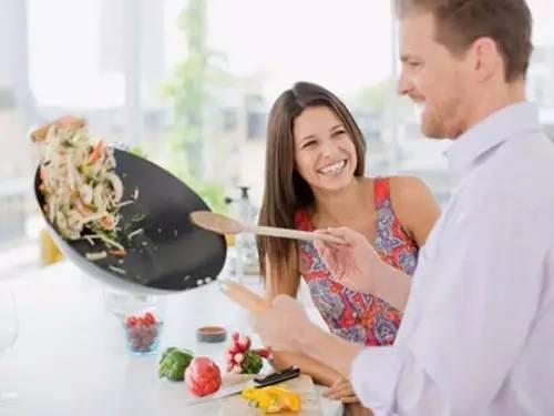 你负责貌美如花,我负责做饭带娃