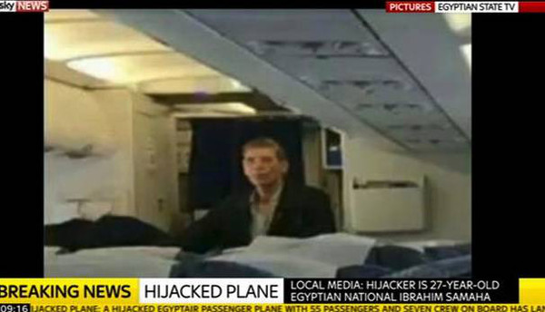 他劫持了架飞机,一没要钱,二不恐袭,只为见前妻