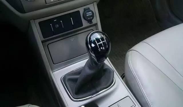 手动挡汽车怎么正确换挡