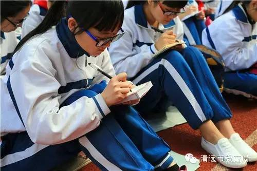 """清远市第三中学举行""""燃点激情,赢在高考""""励"""