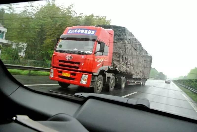 上海高速车祸,我们该如何避免?这小贴士一般人我不告诉他