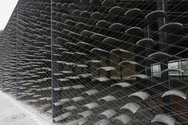 艺术 正文  中国美院民艺博物馆是由知名日本建筑师隈研吾设计的,这个