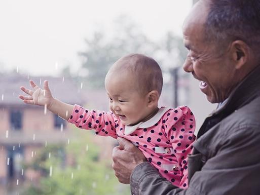 [有出息]爷爷奶奶的陪伴,温暖的不仅仅是童年