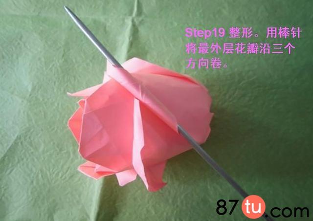 http://mt.sohu.com/20160408/n443638023.shtml mt.sohu.com true 87tu http://mt.sohu.com/20160408/n443638023.shtml report 3218 一、材料折纸纸巾竹签花瓶二、图解教程玫瑰花是不是很漂亮呢?但是鲜花都会有枯萎的时候,下面我们来介绍一款纸玫瑰的折法噢。这样的话,美丽的玫瑰花就一直会绽放下去呢。