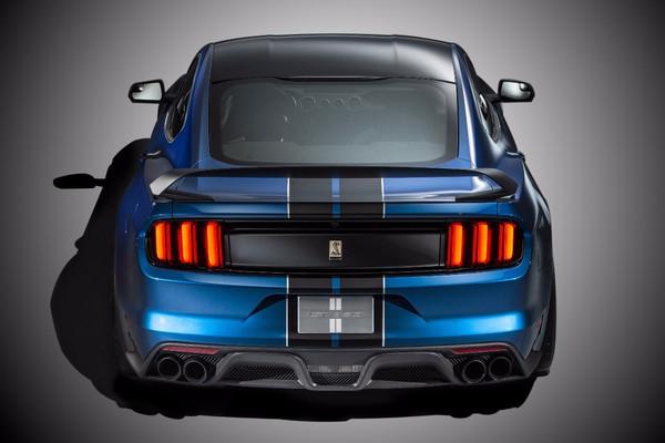 赛道猛兽Shelby GT350R Mustang荣膺 年度最佳跑车 大奖