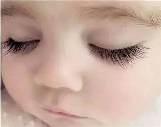 可爱小孩流泪