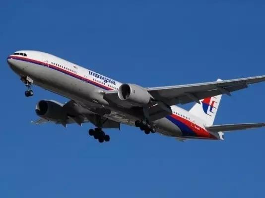一、马来西亚客机下落成谜   当地时间2014年3月8日,马来西亚航空公司一架载有239人的航班,在离开马来西亚首都吉隆坡后与空中管制中心失去联系,据悉这架飞机的目的地是北京,机上载有154名中国乘客。航空公司在一份声明中表示,航班MH370是在当地时间凌晨2点40分与管制中心失去联系的,本应于北京时间6:30抵达北京。   马来西亚民航局总监拿督阿兹哈鲁丁10日中午12时的记者会上说,客机失联60小时,但目前还未发现任何关于客机的踪迹。对于马来西亚航空公司MH370航班失踪,多家航空公司机师表示