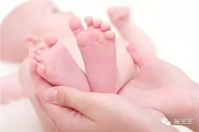 宝宝脚掌图片_重庆宝宝百天水晶彩印制作手掌印脚掌印留念