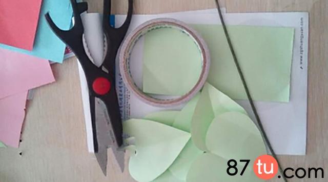 一束五彩缤纷的玫瑰花折纸图解教程