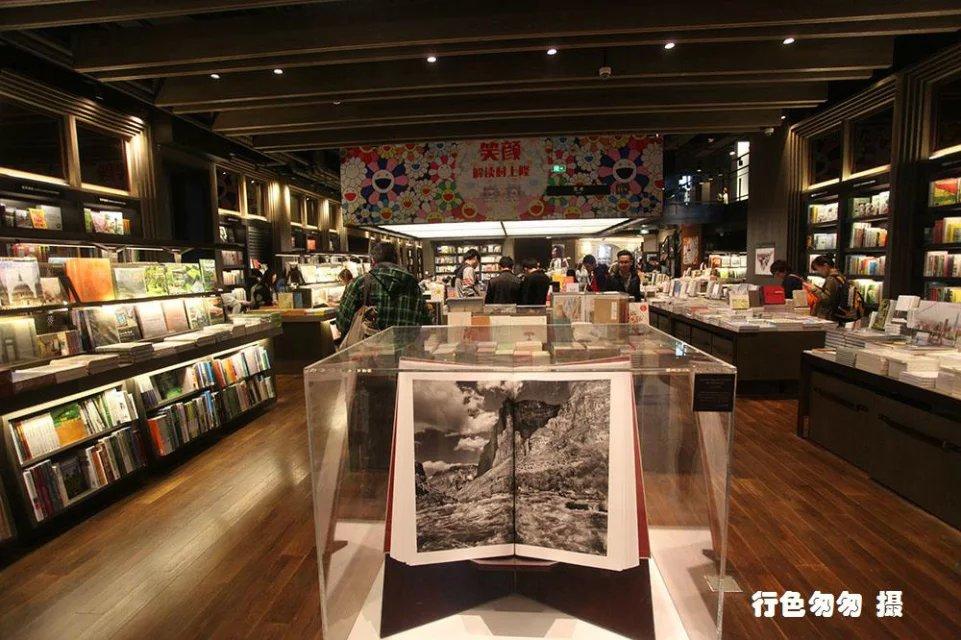 旅游 正文  当书店里不只是书,还包括着人文,创意,艺术和生活,它就不图片