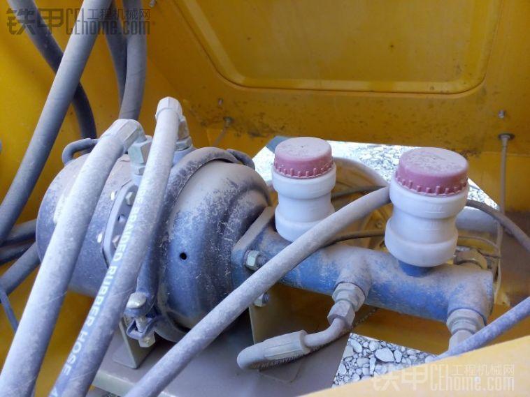 既有翻斗车断气刹的特色还有装载机气顶油的特色!很不错!