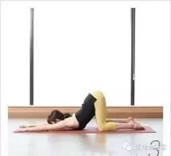 缓解脊椎疲劳,牛式、猫式瑜伽动作
