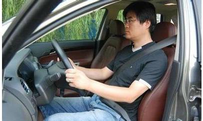 教大家如何正确的驾驶姿势