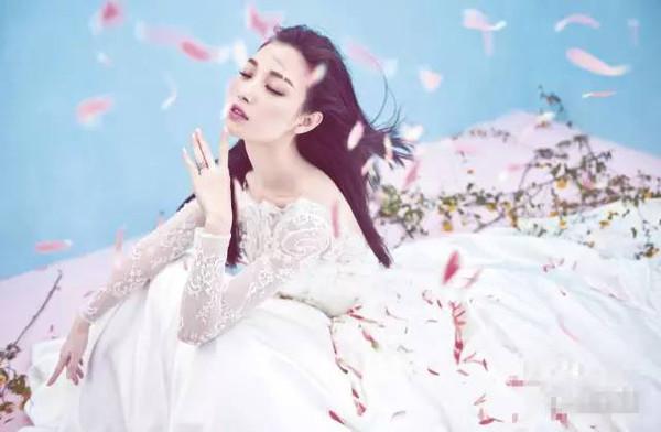 倪妮披婚纱浪漫甜美似仙子