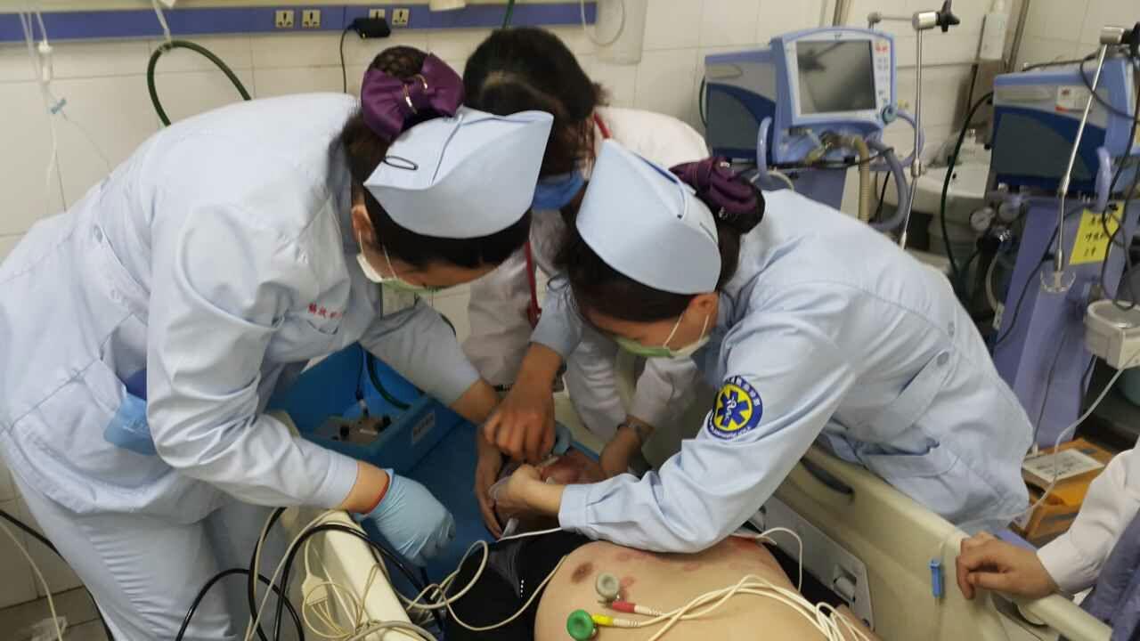 306医院与120急救中心协力抢救 北马 伤员
