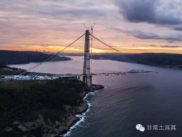 旅游 正文  伊斯坦布尔的第一座大桥是博斯普鲁斯大桥,也是第一座横跨图片
