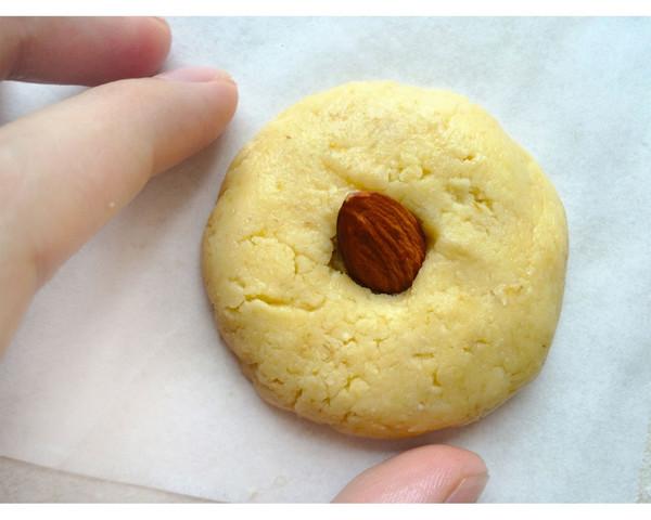 """一块拥有""""宝石""""的饼干"""
