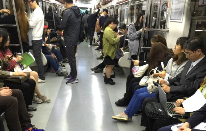 低头族-韩国人都用什么手机,出国漫游无限流量如何办理