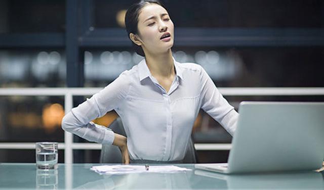 不信试试,走两步伸个懒腰就能改善腰背痛