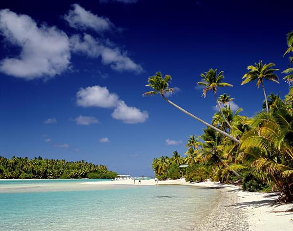 拉罗汤加岛是库克群岛最大岛屿