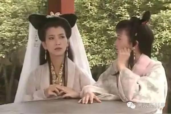 1992年拍摄《新白娘子传奇》的时候,杭州的雷峰塔其实是并不存在的