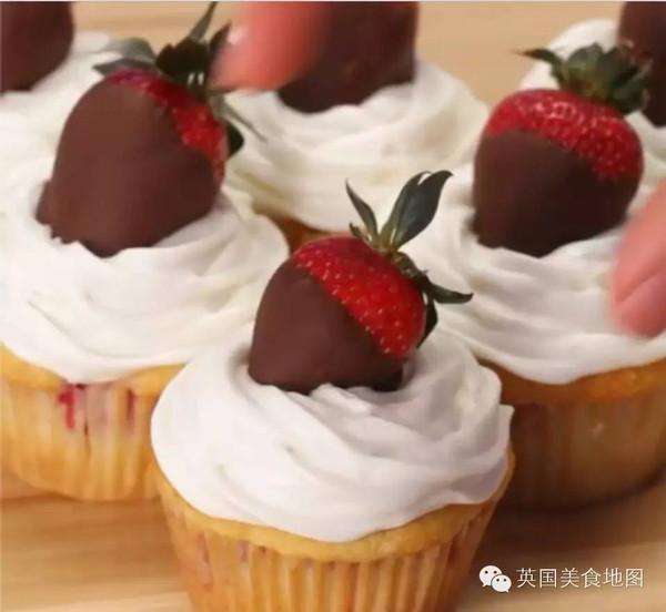 四种超可爱又简单的纸杯蛋糕做法~分分钟变烘焙专家