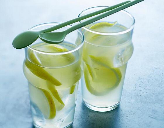 晚上喝柠檬水有啥效果