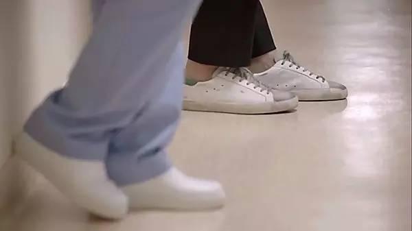 鞋子发亮的原理_鞋子卡通图片