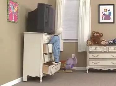 【宝宝帮】这种柜子已压死3个孩子!快看你家有没有……