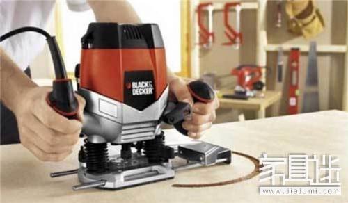 老外手工做家具用的木工工具非常的精良,还有很多表面上看不到的细节