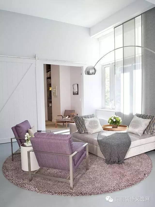 白领的公寓装修,用木条隔断的客厅格局好有美感高清图片