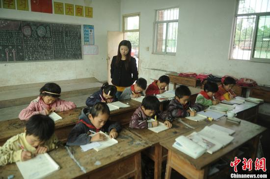 教育部:中西部不足100名学生的学校约有9万个