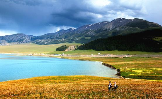 暑假新疆季丨盛夏流年,行走在鲜花盛开的伊犁