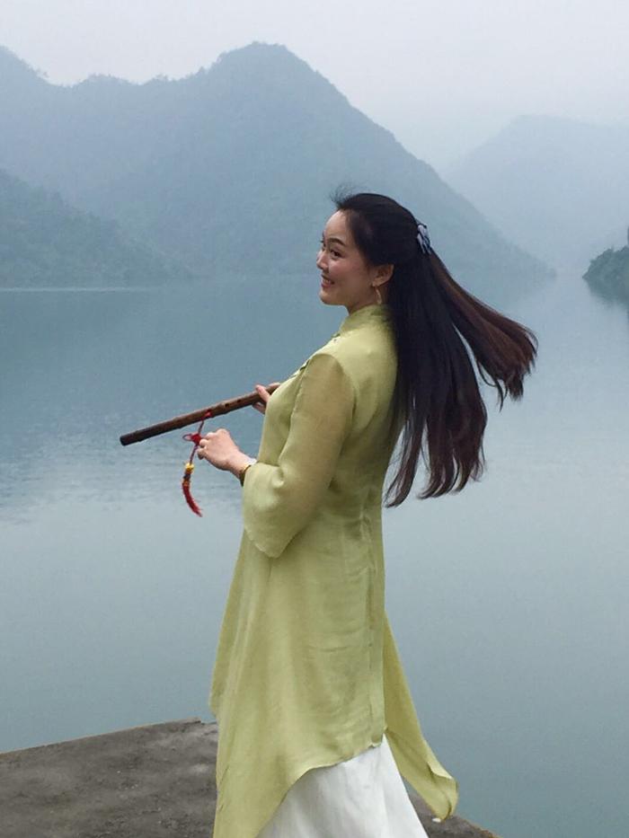 文化 正文  叶岚:我邀请共同参与《移动的画案》行为艺术的才女大多是