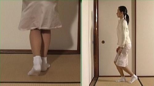 日本女人�y�-�.��)�h�_日本女人的恭敬一跪,她们往下跪的动作很好看,她们因为礼仪约束动不动