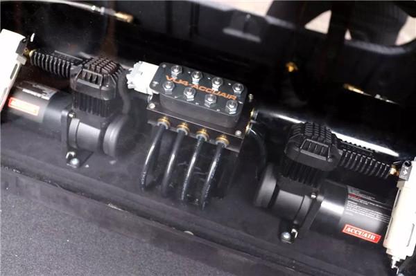 索纳塔8安装accuair气动避震后备箱造型图片