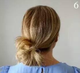step5:除编好的发辫之外的所有头发在脑后整理成一束.图片