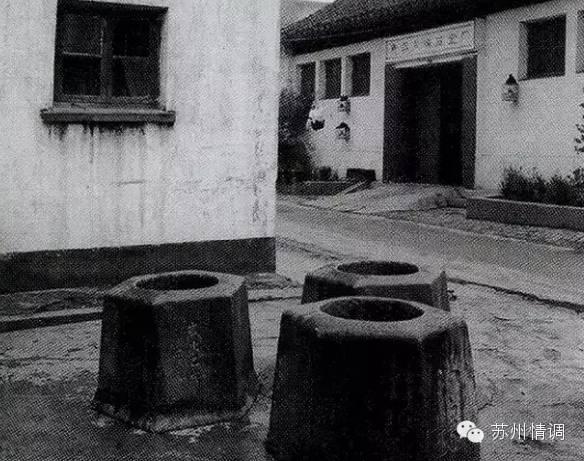 后得冯公湛相助,割让冯桂芬祠堂照边墙边空地,井乃成.