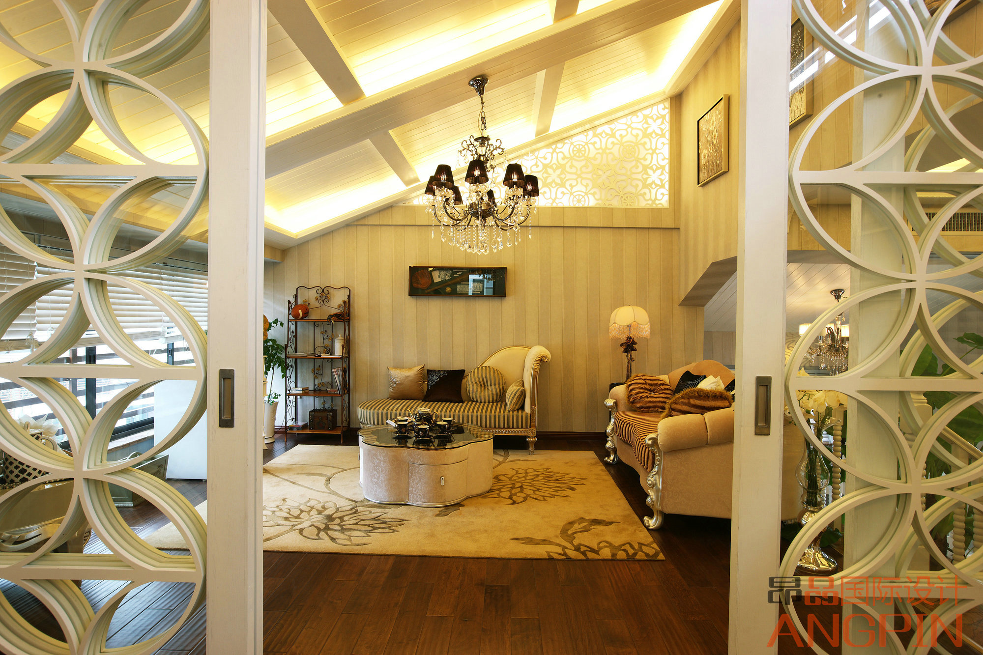 贵阳最美顶楼复式装修案例——欧式温馨风格