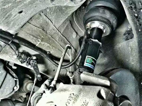 宝马5系f18改装气动避震完美安装位拍摄图片
